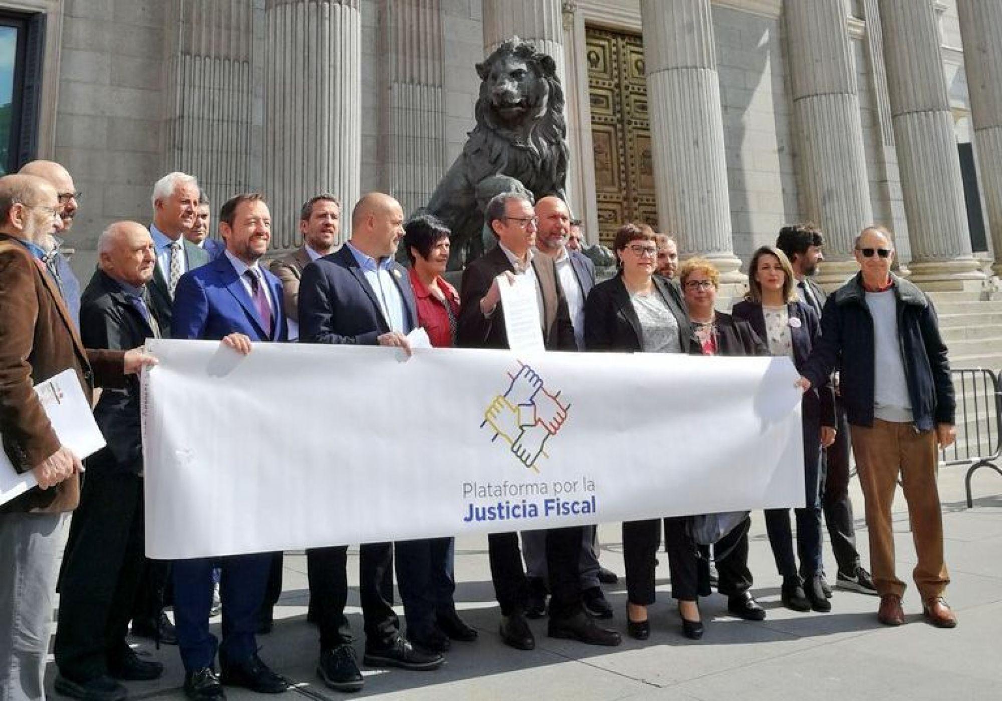 Entregamos a los partidos políticos un Pacto de Estado contra el Fraude Fiscal
