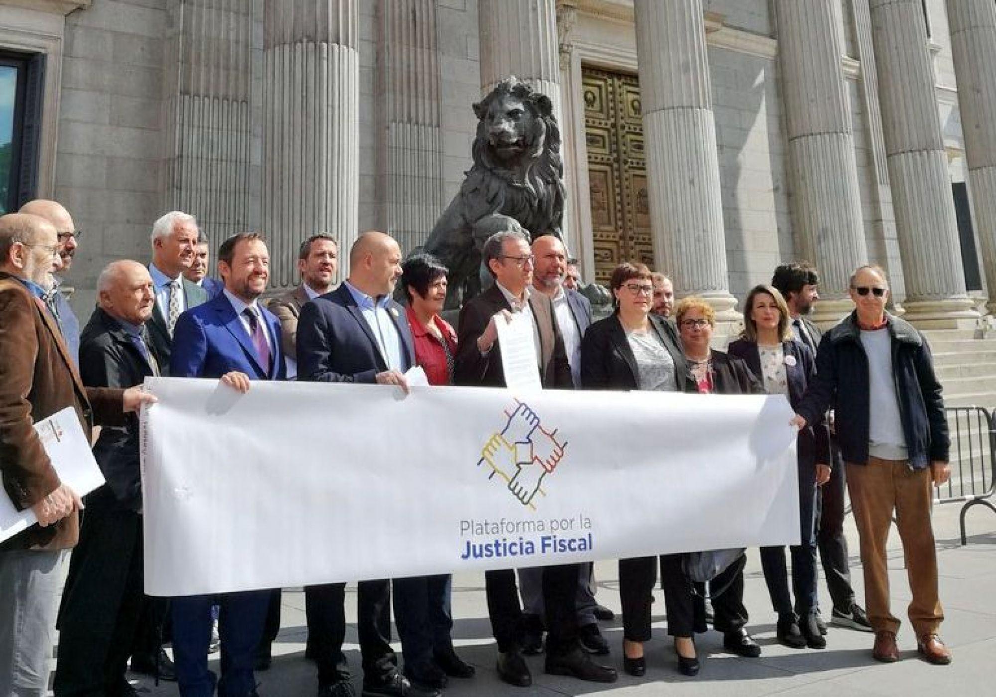 Exigimos a los diputados la puesta en marcha de la Subcomisión de la Lucha contra el Fraude y los Paraísos Fiscales
